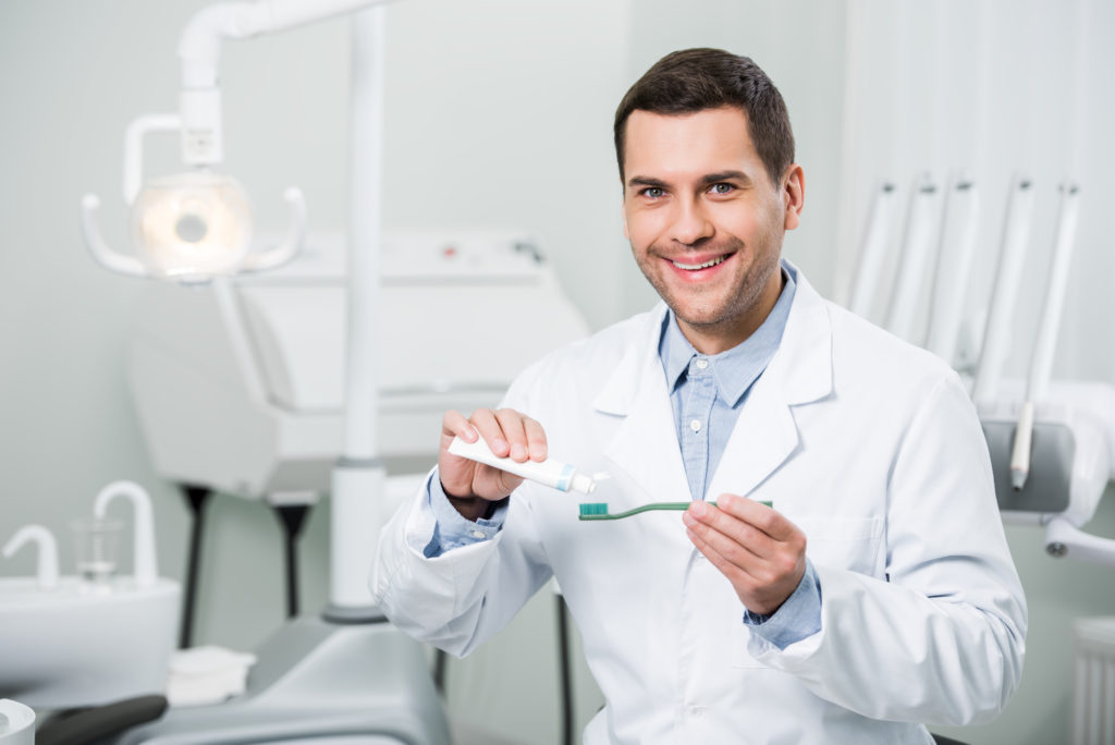 who offers the best dental implants aventura?