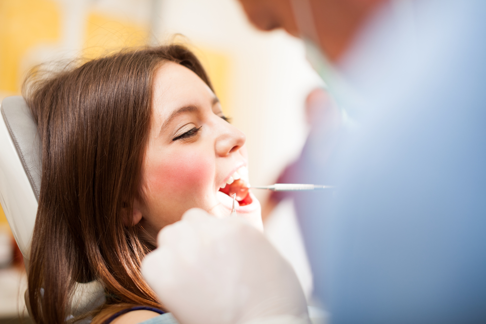 who offers oral surgery miami beach?
