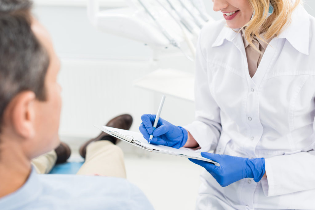 who offers an oral cancer screening aventura?