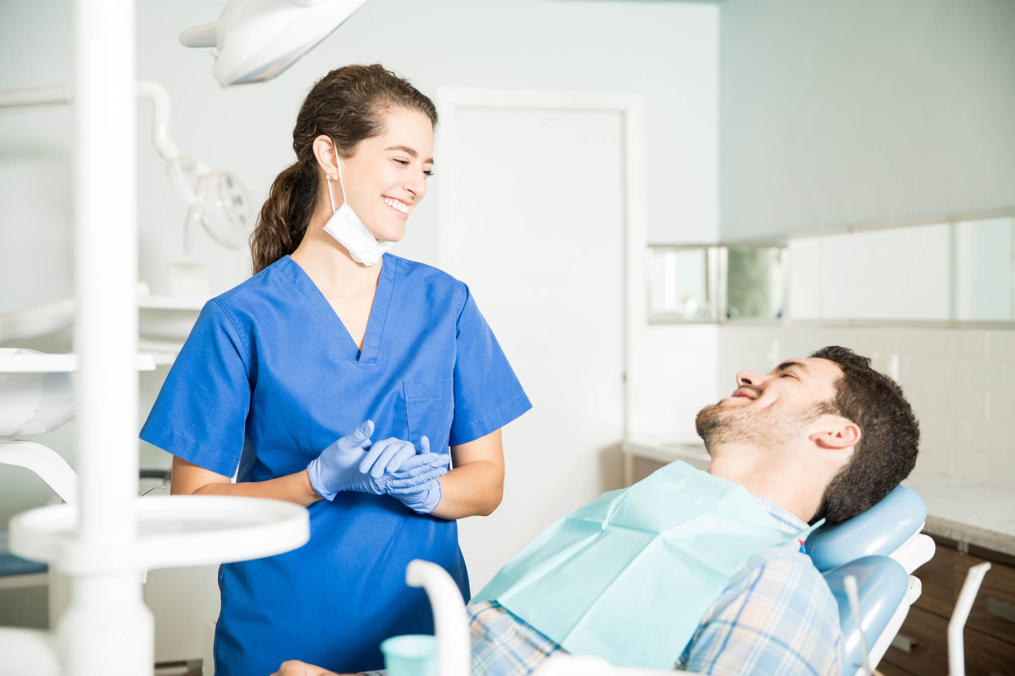 patient and dentist talking about oral pathology in plantation fl