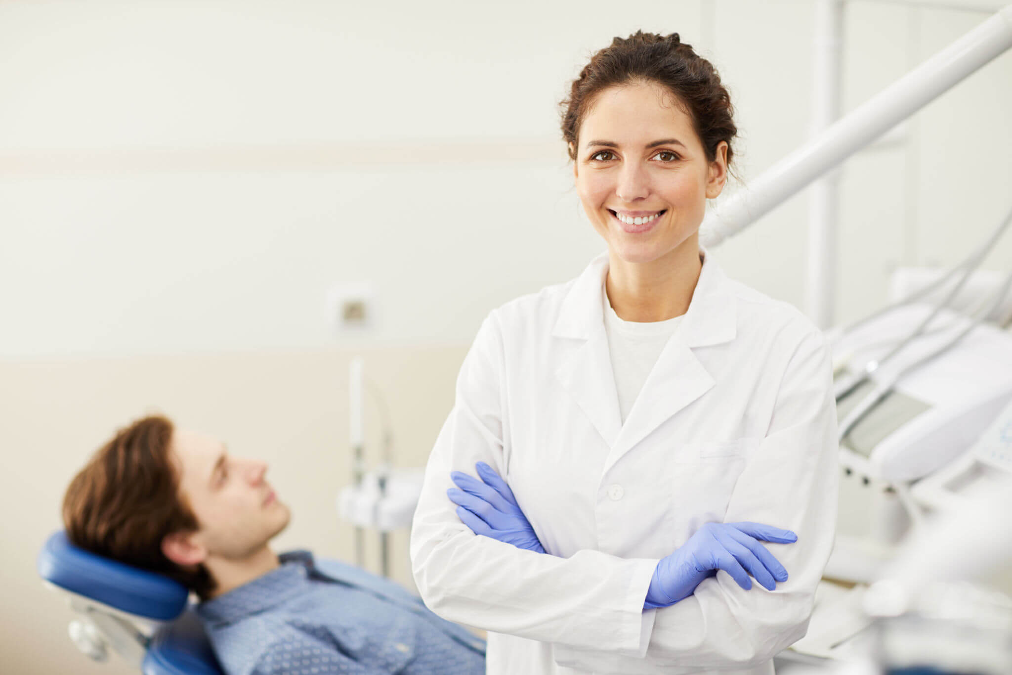 Female Dentist for Tooth Extractions in Plantation