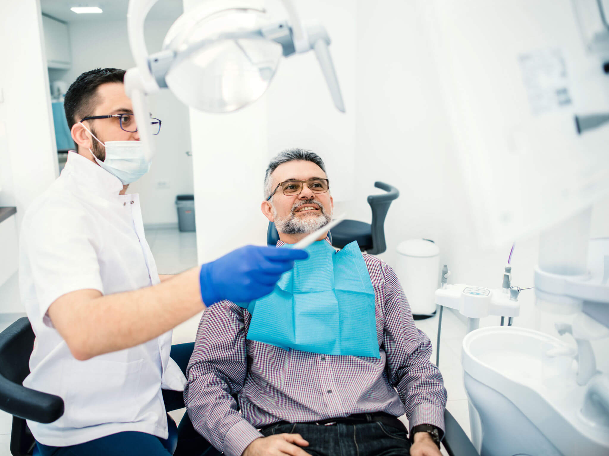 Dentist explaining Teeth in a day in coral springs